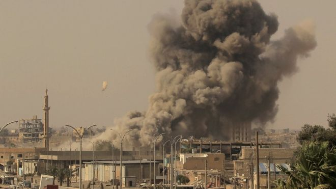Syria war: US strikes on IS headquarters