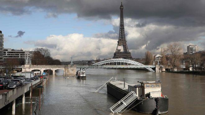 Paris readies for floods as Seine surges higher