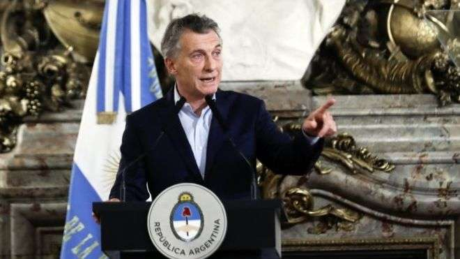 Argentine president bans family members in government