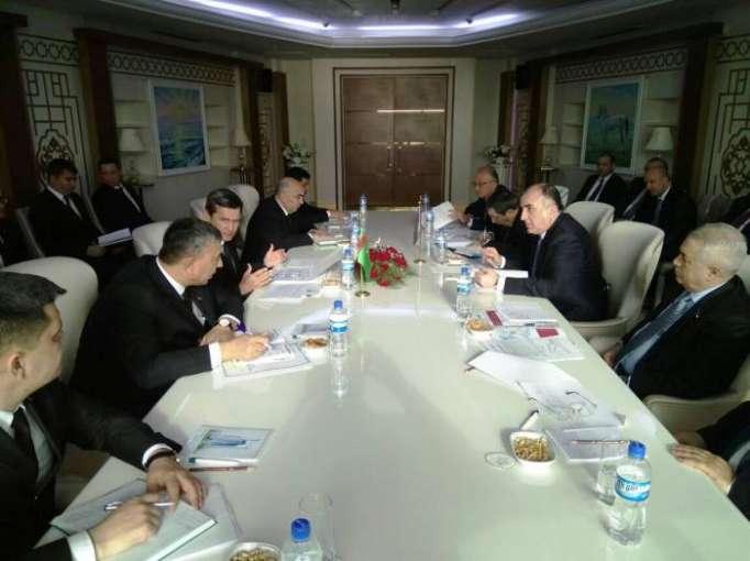 Azerbaijani FM meets with Turkmen counterpart