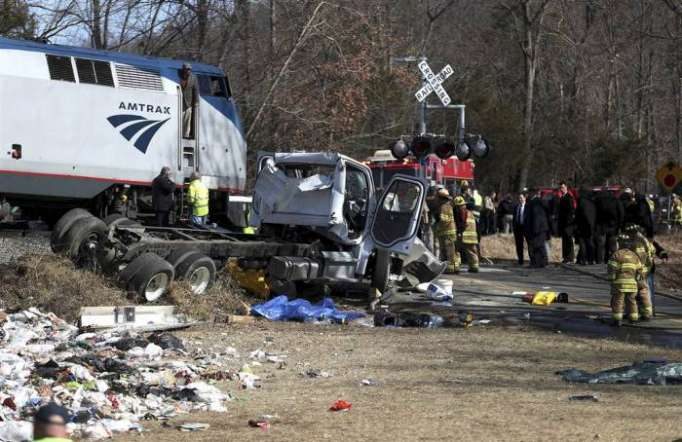 One dead in crash between truck, train of lawmakers: White House