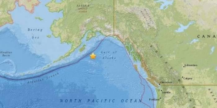 """تحذير من """"تسونامي"""" بعد زلزال بقوة 8.2 درجات في خليج ألاسكا"""