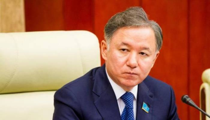 Kazakh Mazhilis chairman arrives in Azerbaijan