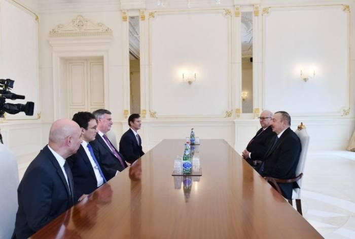 """""""أذربيجان يلعب دورا هاما في حركة الشحن العالمية"""" - الرئيس"""