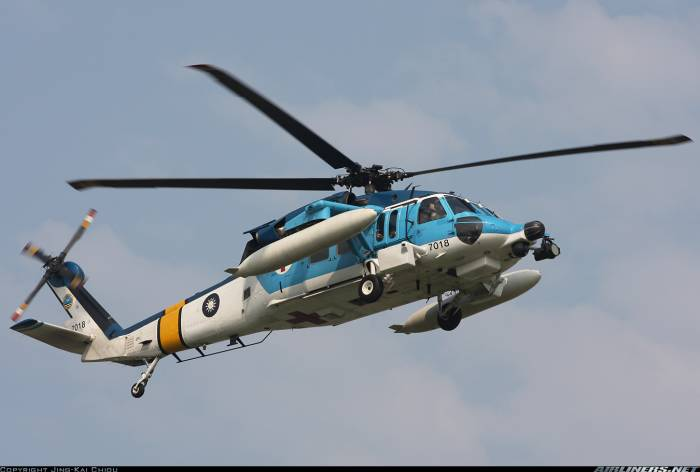 Taiwan military helicopter falls into sea