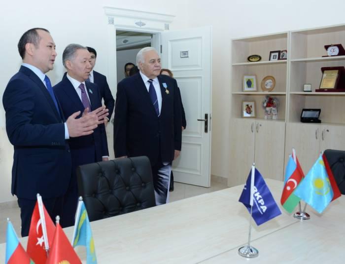 Speakers of Azerbaijani and Kazakh parliaments visit TurkPA administrative building