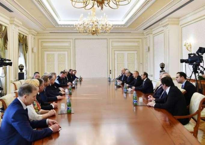 Ilham Aliyev empfängt Teilnehmer des 5. Kongresses des Aserbaidschanischen Gewerkschaftsbundes