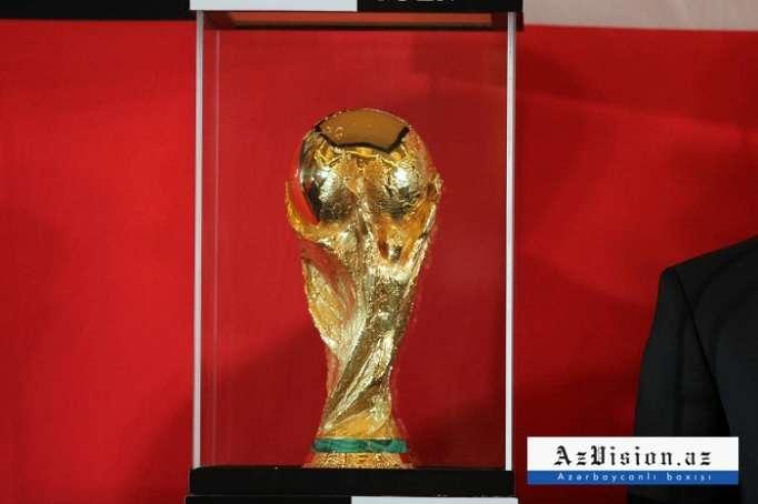 El Trofeo de la Copa Mundial de la FIFA por Coca-Cola llega a Azerbaiyán - FOTOS