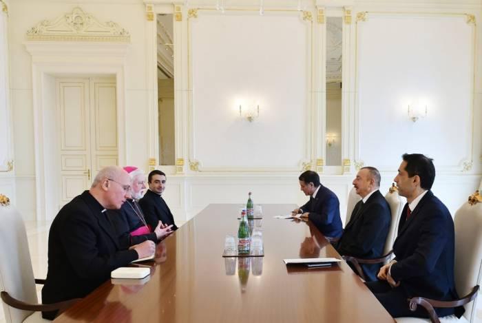 Ilham Aliyev empfängt eine Delegation des Römischen Stuhls