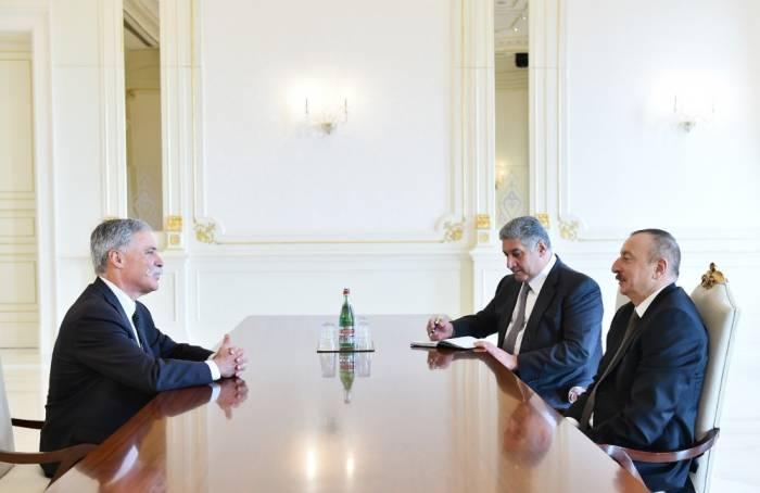 Präsident Aliyev empfängt Geschäftsführer der Formel 1 Group