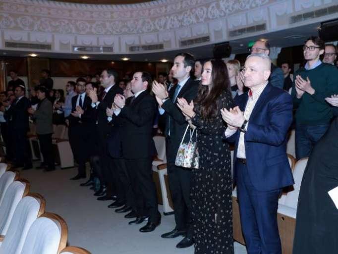 """Präsentation der Aufführung """"Als der Mandelbaum blühte"""" anlässlich 26. Jahrestags von Chodschaliner Tragödie"""