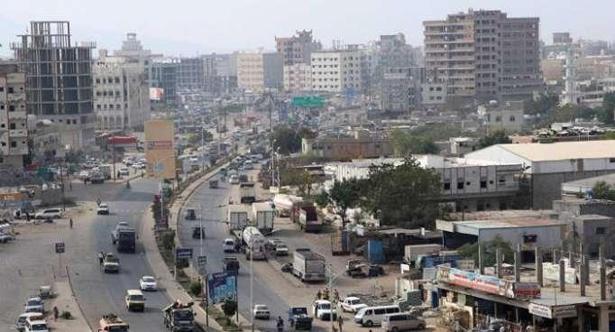 Dos muertos y 50 heridos tras explosión doble de vehículos minados en Yemen