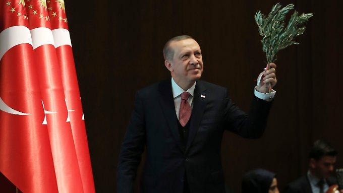 """Erdogan prophezeit einen """"heißen Sommer"""""""