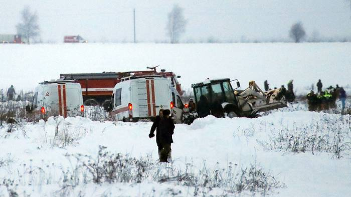 Black box and 2 bodies recovered from site of plane crash near Moscow
