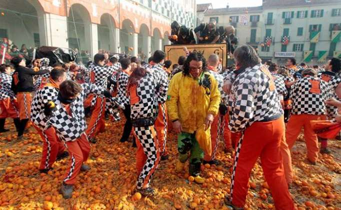 Italians turn out in the thousands for 'Battle of the Oranges' festival - VIDEO