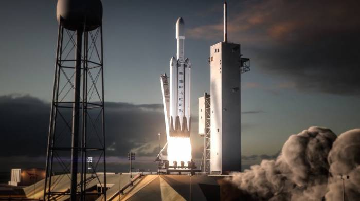 SpaceX CEO sets date for first Falcon heavy rocket launch