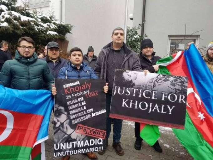Los azerbaiyanos de Alemania realizaron una acción de protesta