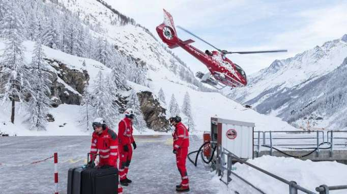 Skiers caught in Swiss avalanche rescued: police