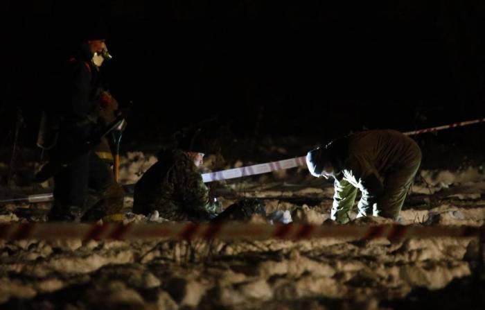 Russia Saratov crash: Investigators comb crash site near Moscow - VIDEO
