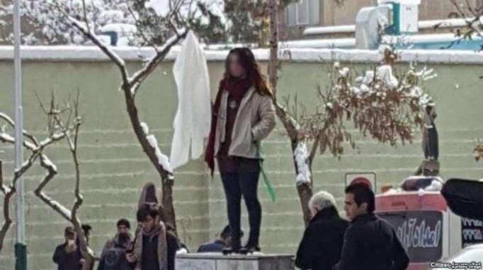 إيران.. ثورة بلا حجاب