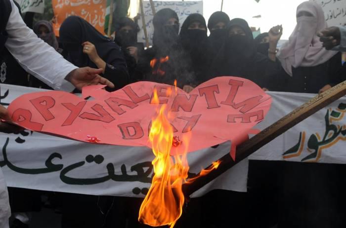 Pakistan bans media coverage of Valentine