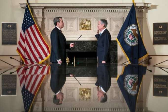 Jerome Powell is sworn in as Federal Reserve Chairman