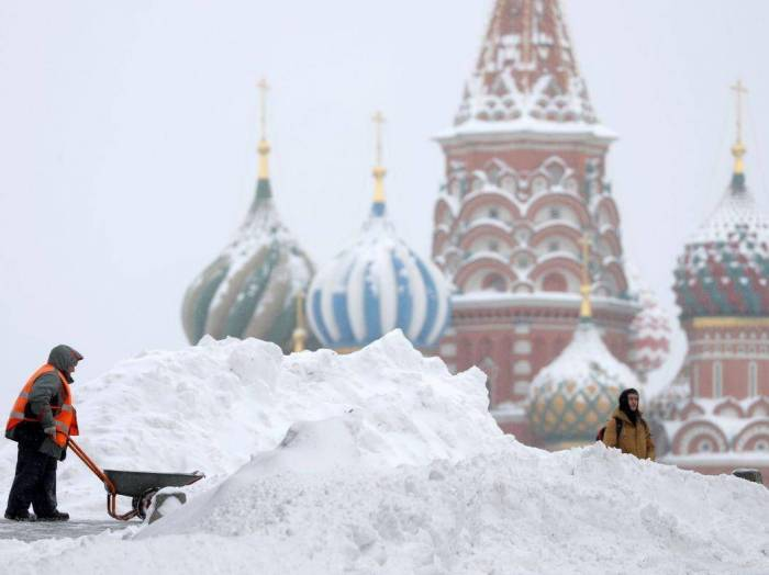 Russian army drafted in as Moscow is hit with record snowfall
