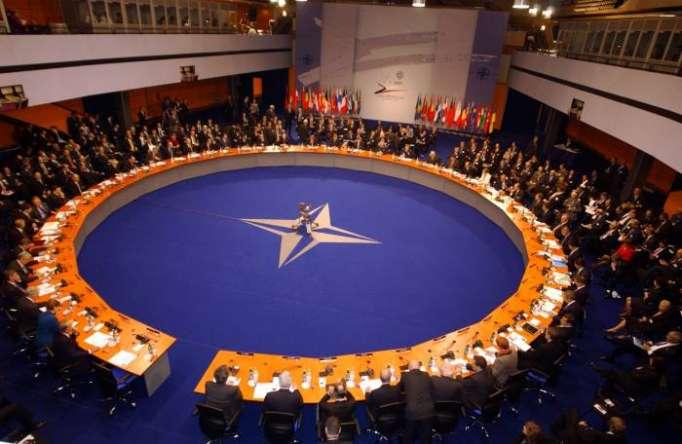 """""""الناتو"""" يدعم دعوة الولايات المتحدة الأمريكية لمشاركة أكبر بتدريب القوات العراقية"""
