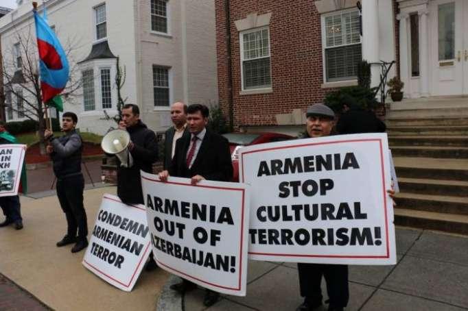 الاحتجاج أمام سفارة أرمينيا في الولايات المتحدة -صور