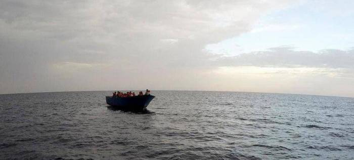 At least 90 refugees feared dead after boat capsizes off Libyan coast