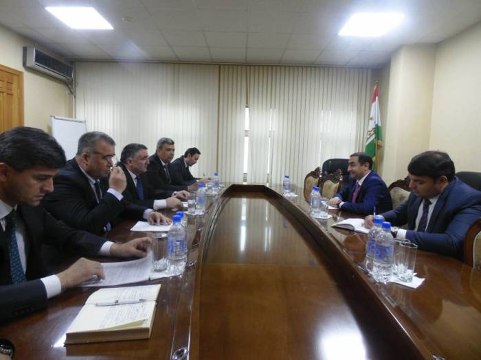 Azerbaijan, Tajikistan discuss cooperation in field of transport