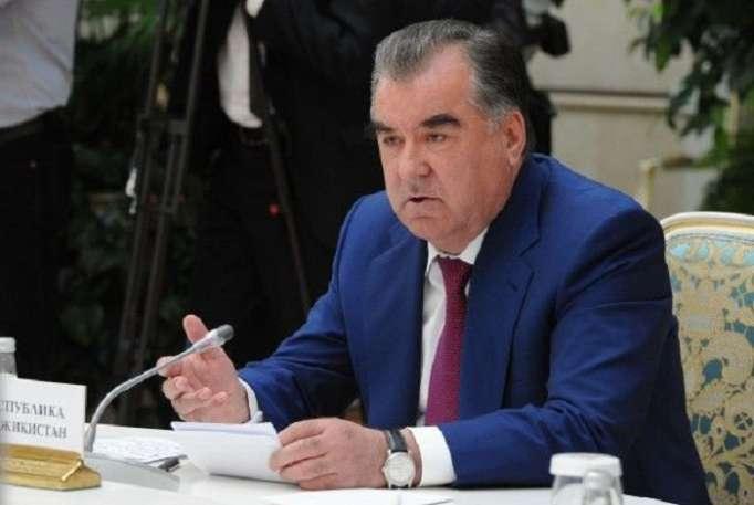 El presidente tayiko permanecerá en Bakú