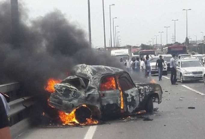 Aeroport yolunda maşın yandı, tıxac yarandı