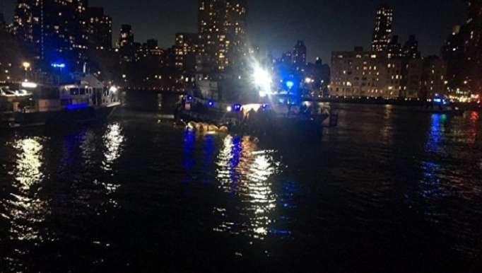 Nyu-Yorkda helikopter qəzaya düşdü – Ölənlər var (VİDEO)