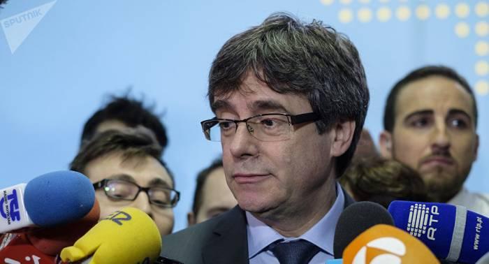 """Puigdemont denuncia que España convirtió a Franco """"en patrimonio nacional"""""""