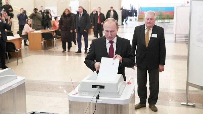 Vladimir Putin casts his vote in Russian presidential election