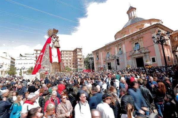 Valencia dice hoy adiós a sus Fallas más vigiladas mirando de reojo al tiempo