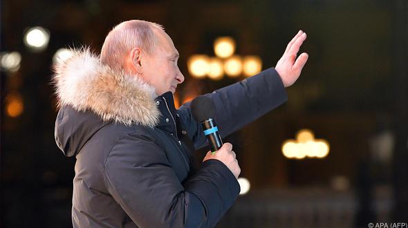 Putin mit 76,6 Prozent als Russlands Präsident wiedergewählt