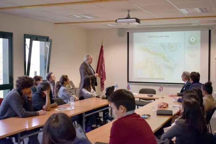 Des étudiants étrangers mis au courant de l'histoire du conflit du Haut-Karabagh