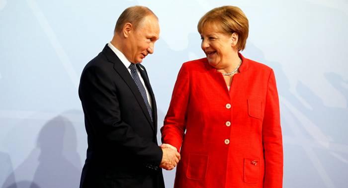 """Was Putin von Merkel """"ab und zu"""" geschenkt bekommt"""