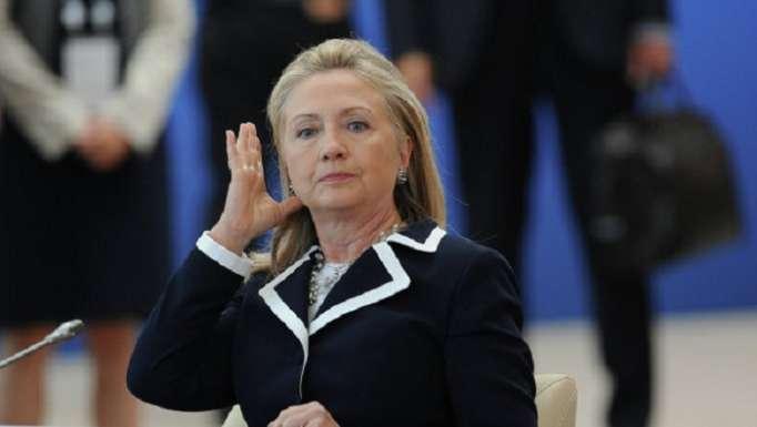 Hillari Klinton hamamda yıxılıb