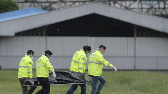 Quiénes eran los dos jóvenes que murieron tras caer de un avión en el aeropuerto de Guayaquil