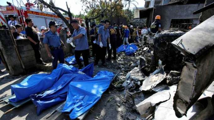 10 killed after small plane crashes into residential area in Philippines