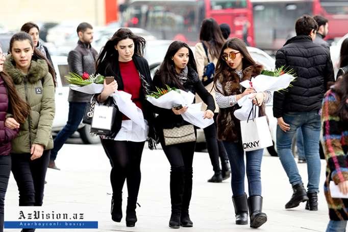 8 Mart mənzərəsi - Bakıdan FOTOREPORTAJ