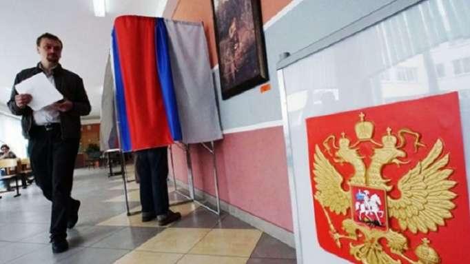 """Élection présidentielle en Russie: cinq choses à savoir sur une """"drôle de campagne"""""""