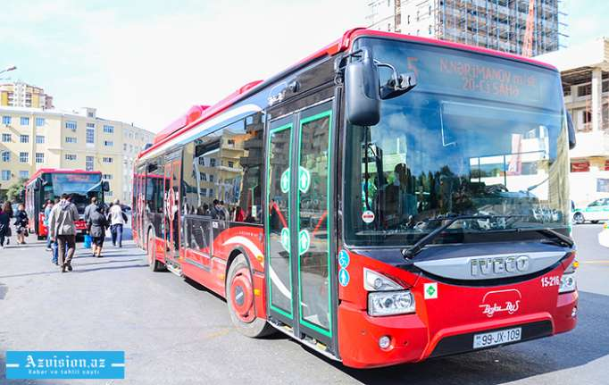 Bakıda avtobus sürücüsünə hücum edilib - VİDEO