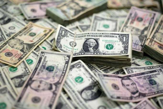 Dollar dips as markets assess Syria risk, losses limited