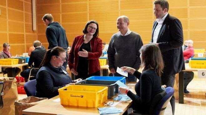 Germany coalition deal: Social Democrats vote to join government