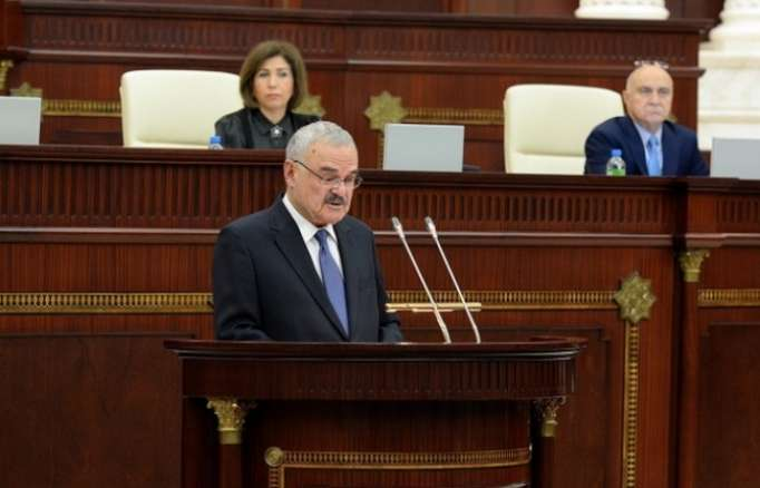 Le Premier ministre Artur Rasizade présente le rapport annuel du gouvernement au parlement