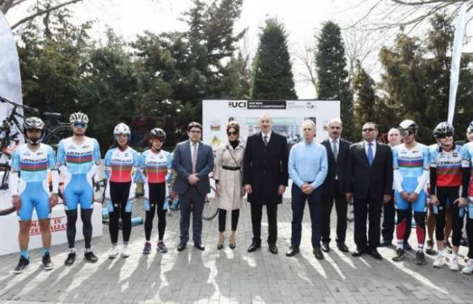 President Ilham Aliyev presented tickets to world championships on judo and cycling - PHOTOS